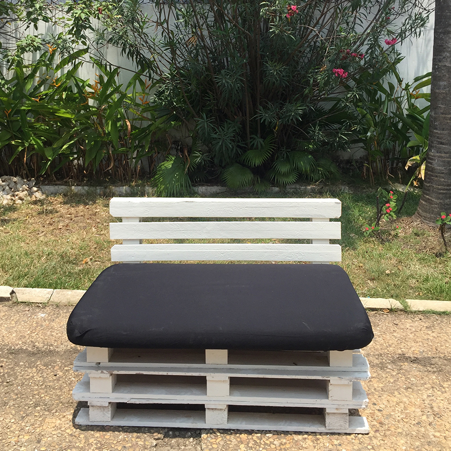 Pallet seat with back