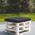 Small pallet seat